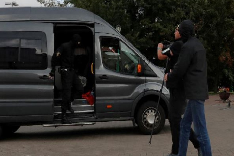Law enforcement officers detaining a journalist who was on assignment are photographed by a Reuters photographer shortly before his detention, in central Minsk, Belarus August 27, 2020. REUTERS/Vasily Fedosenko
