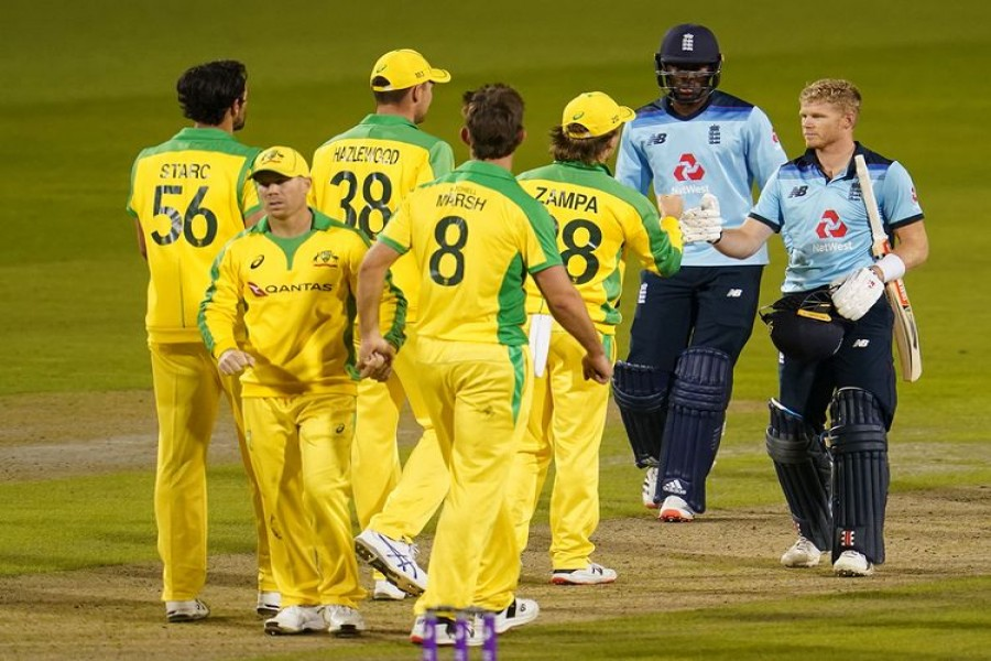 England's Sam Billings, Jofra Archer and Australia players after the match — Reuters photo