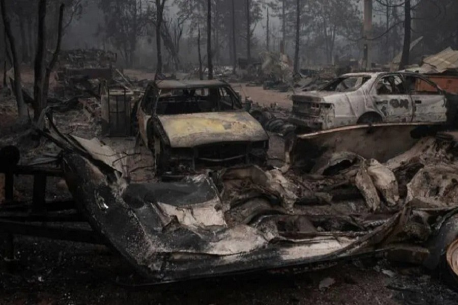 Vehicles lie damaged in the aftermath of the Obenchain Fire in Eagle Point, Oregon, US, September 11, 2020 — Reuters