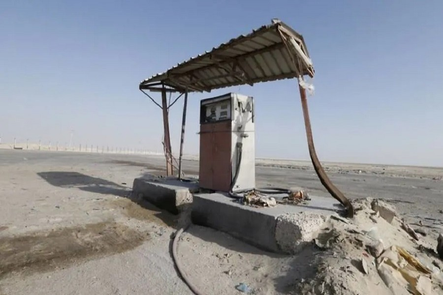An old fuel pump is seen during early hours in a desert near the village of Sila, at the border with United Arab Emirates, south of the Eastern province of Khobar, Saudi Arabia, January 29, 2016 — Reuters/Files