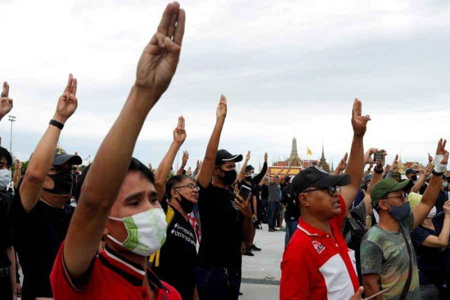 Pro-democracy protesters flashing the three-fingers salute, attend a mass rally to call for the ouster of prime minister Prayuth Chan-ocha's government and reforms in the monarchy, in Bangkok, Thailand, September 20, 2020. REUTERS/Jorge Silva