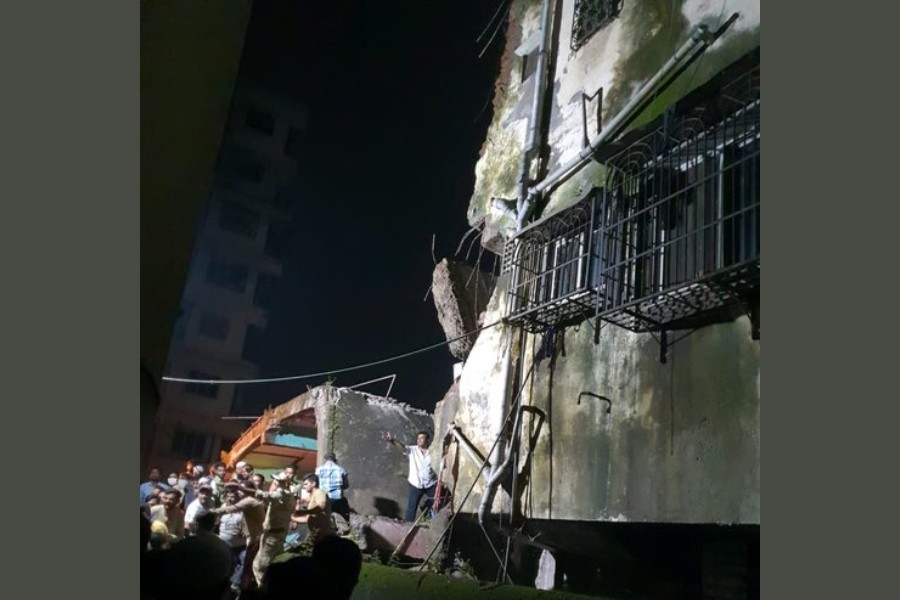 Around 20 families were reportedly staying inside the building which was reportedly 40 years old - photo collected from Twitter