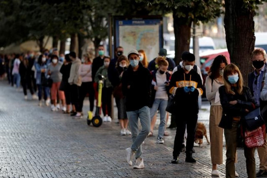 People wait in line to be tested for the coronavirus disease (COVID-19) before a sampling station opens at Wenceslas Square in Prague, Czech Republic, Sept 16, 2020. REUTERS/David W Cerny/File Photo