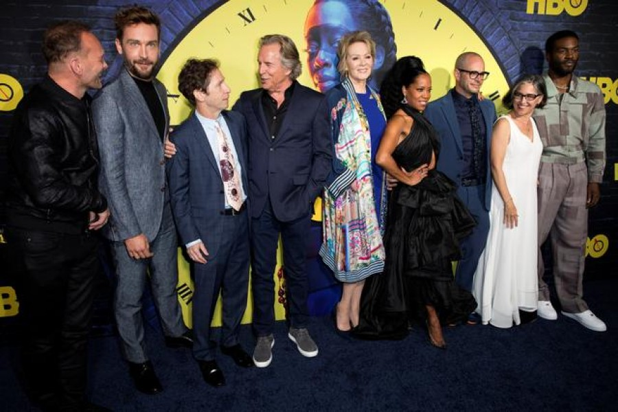 Andrew Howard, Tom Mison, Tim Blake Nelson, Don Johnson, Jean Smart, Regina King, executive producer/writer Damon Lindelof, EP/director Nicole Kassell and Yahya Abdul-Mateen II arrive at the premiere of the HBO series Watchmen in Los Angeles, California, US, October 14, 2019 — Reuters/Files