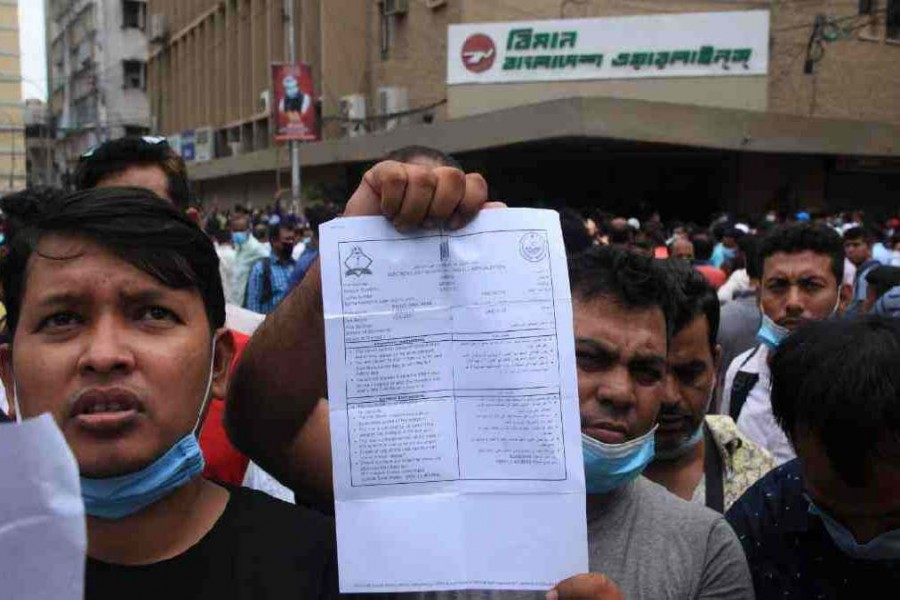 Expats throng Biman, Saudi Airlines offices for tickets
