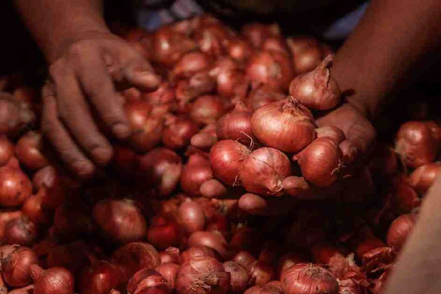 Hili traders not interested to import Indian onion through waterways