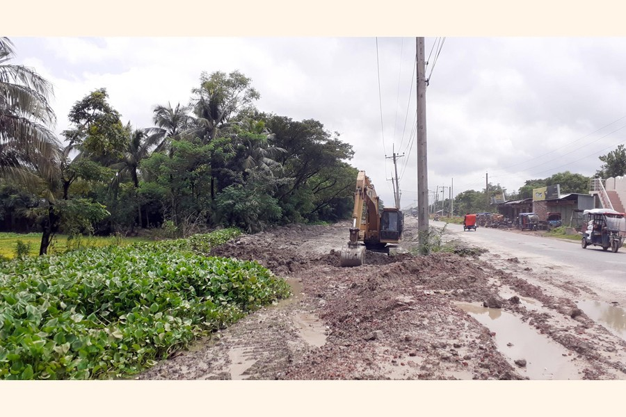 Berula canal in Cumilla is being filled up for the construction of the Cumilla-Noakhali four-lane highway. The picture was snapped from Batabaria area of Laksham upazila — FE Photo
