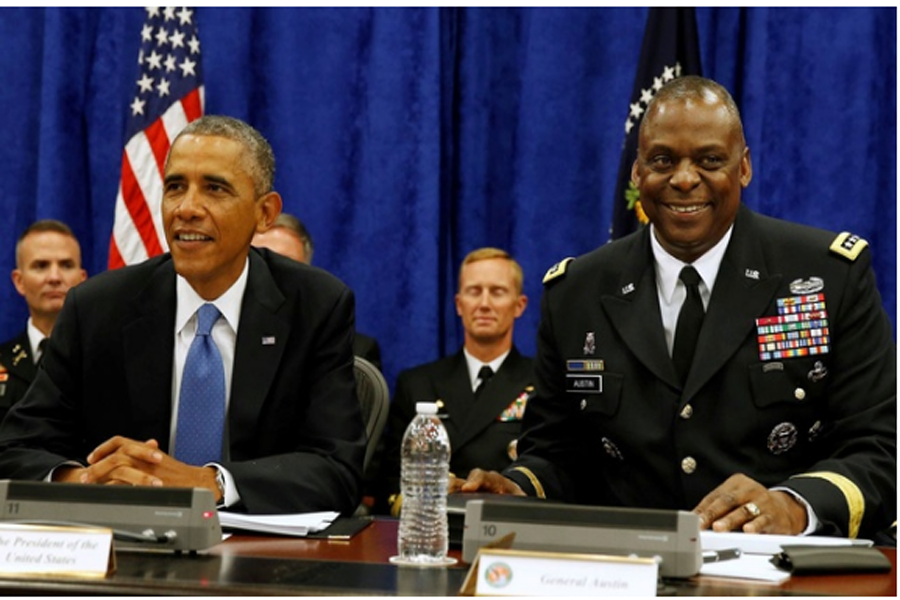 US President Barack Obama sits next to Commander of Central Command Gen Lloyd Austin III during a briefing from top military leaders while at US Central Command at MacDill Air Force Base in Tampa, Florida, September 17, 2014. REUTERS/FILE