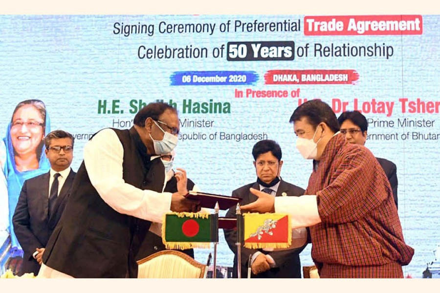 Bangladesh Commerce Minister Tipu Munshi and Bhutanese Economic Affairs Minister Lyonpo Loknath Sharma exchanging PTA document on behalf of their respective countries on December 6, 2020	—- BSS photo