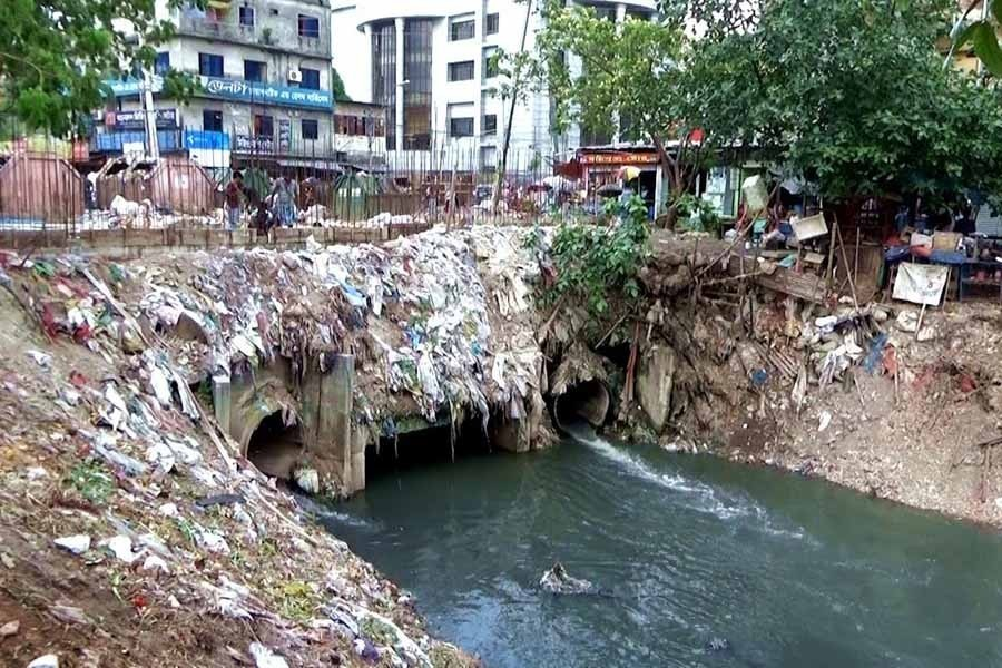 Removal of garbage and restoration of canals