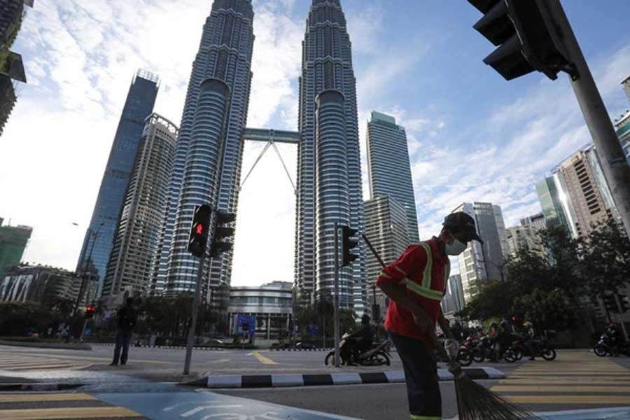 Malaysia imposes fresh lockdown in capital, five states