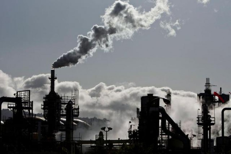 FILE PHOTO: Vapor is released into the sky at a refinery in Wilmington, California March 24, 2012. REUTERS/Bret Hartman