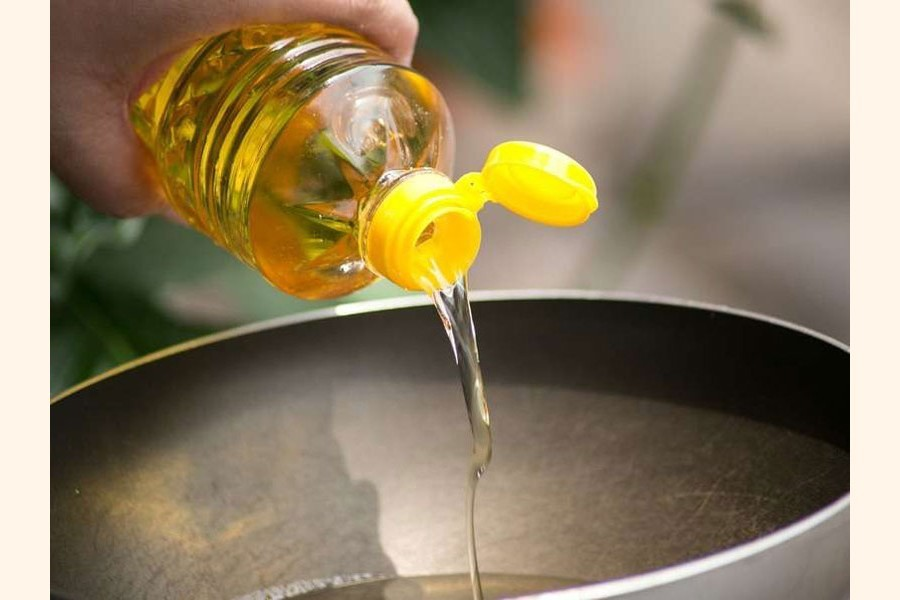 Bangladesh needs regulation on  used cooking oil disposal: Experts