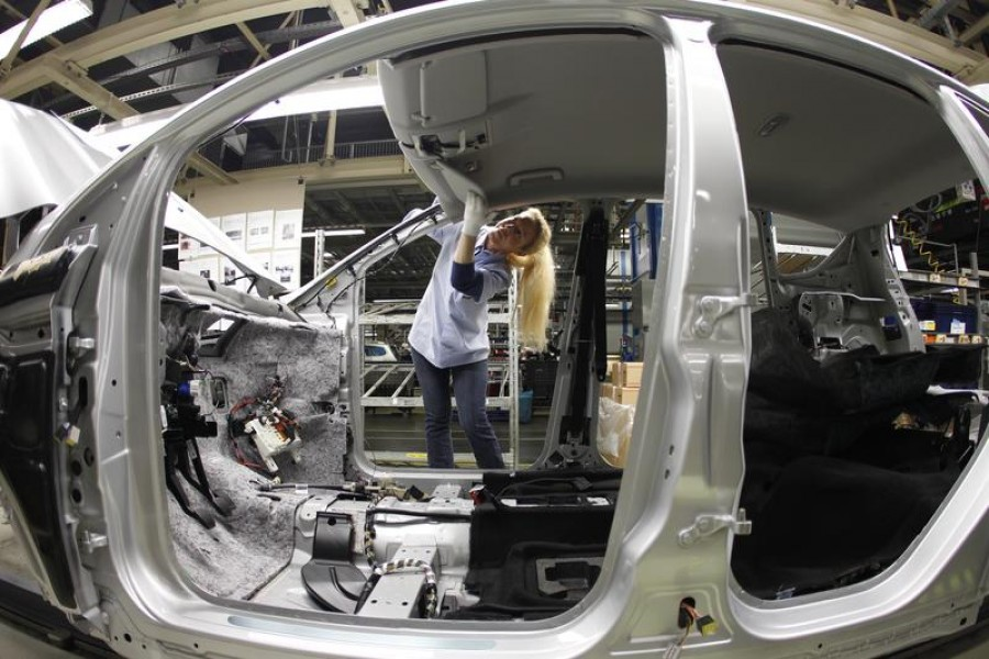 An employee works at the assembly line of the Ford car factory of Saarlouis, December 06, 2010 — Reuters/Files