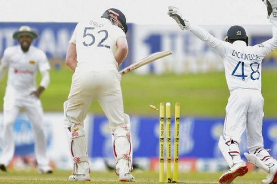 England close in on victory