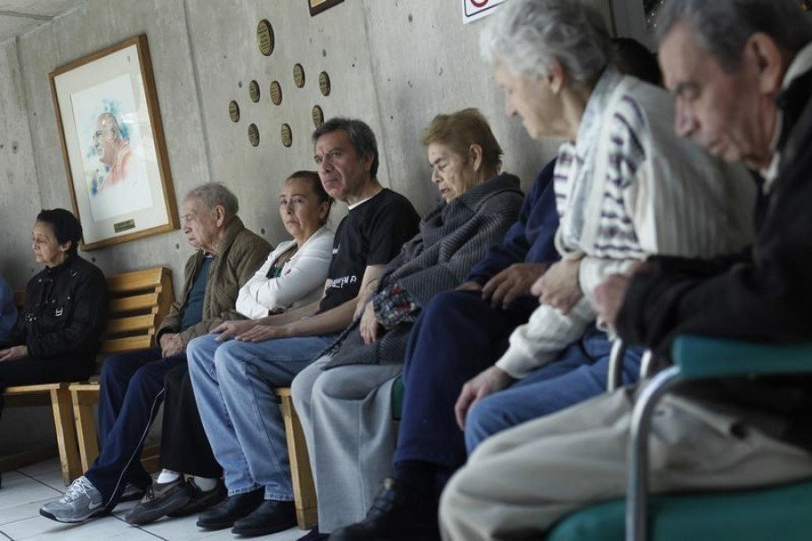 Patients with Alzheimer's and dementia sit inside the Alzheimer foundation in Mexico City, April 19, 2012 — Reuters/Files