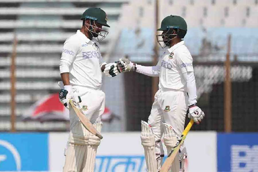 Mominul, Mehidy leave Windies to climb mountain to deny Bangladesh victory
