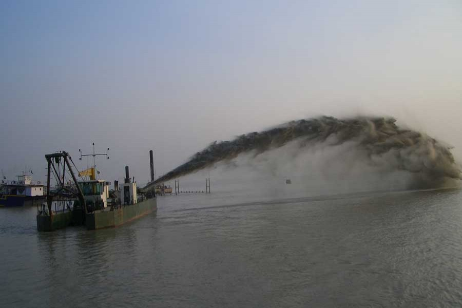 Web-based real-time monitoring to help dredging