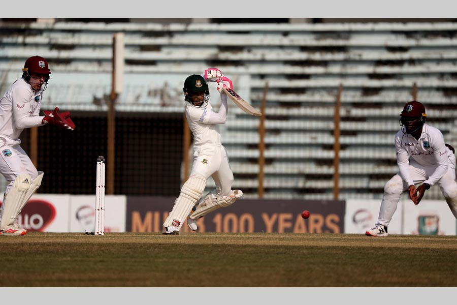 Bangladesh top order collapses in reply to WIndies' 400-plus first innings