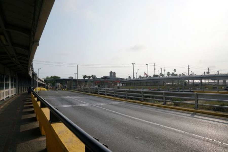 The Gateway International Bridge that connects Brownsville and Matamoros is seen after the border has been closed for non-essential traveling to tourists, in Matamoros, Mexico March 31, 2020. Picture taken March 31, 2020. REUTERS/Veronica G. Cardenas