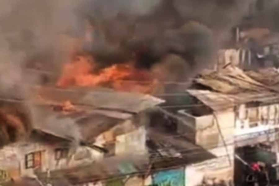 Dhaka slum fire guts 150 shanties