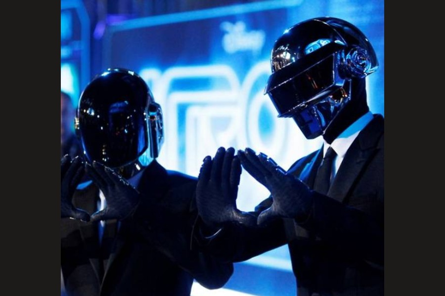 """FILE PHOTO: Musicians Thomas Banglater and Guy-Manuel de Homem-Christo of Daft Punk pose at the world premiere of the film """"TRON: Legacy"""" in Hollywood, California, December 11, 2010. REUTERS/Danny Moloshok/File Photo"""