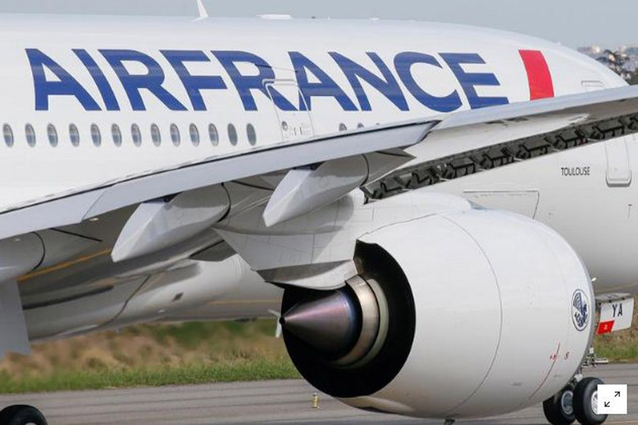 FILE PHOTO: The first Air France airliner's Airbus A350 prepares to take off after a ceremony at the aircraft builder's headquarters in Colomiers near Toulouse, France, September 27, 2019. REUTERS/Regis Duvignau/File Photo