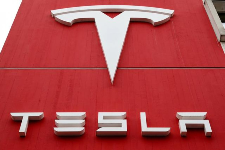 Tesla lifts off, rockets toward best day since 2013