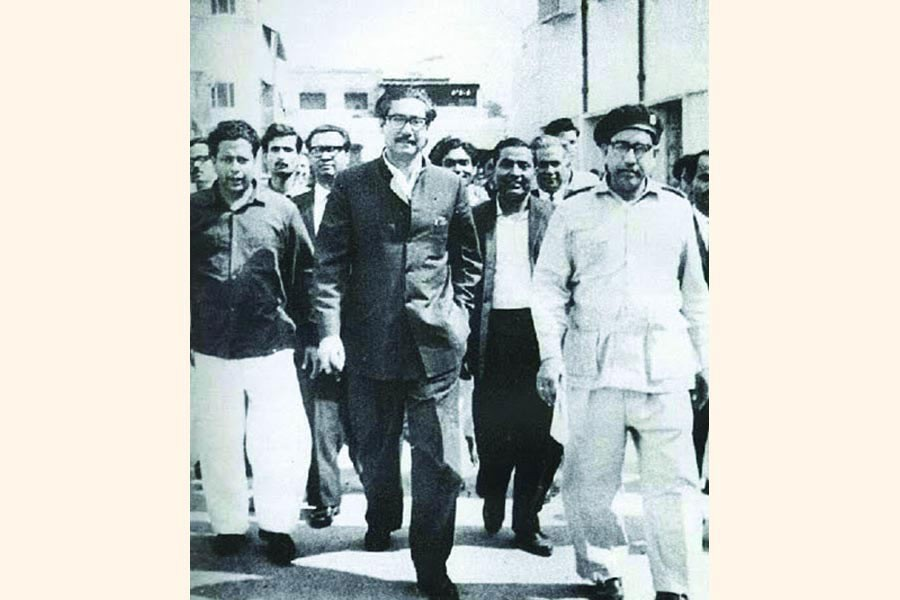 Sheikh Mujibur Rahman on his way to the Special Tribunal set up in the Dhaka Cantonment to try the Agartala Conspiracy Case (1969).