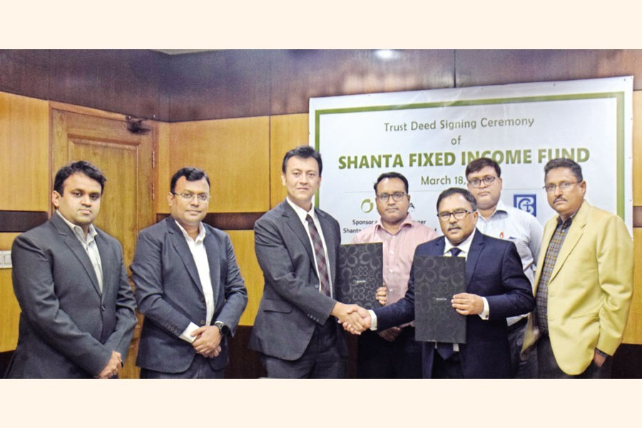 """A trust deed signing ceremony was held at the head office of Bangladesh General Insurance Company Ltd (BGIC) on Thursday to launch a new open-end mutual fund concentrating mainly on fixed income securities -- """"Shanta Fixed Income Fund""""."""