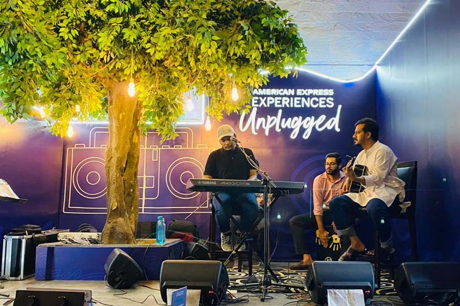 Musician Minar performs an unplugged session at Kona Cafe