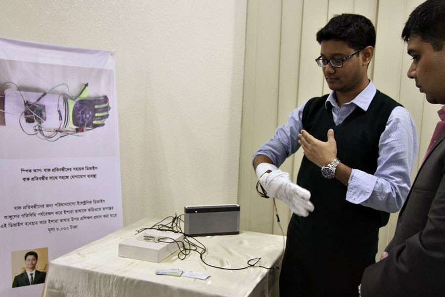 A device to communicate with speech-impaired people          —a2i photo