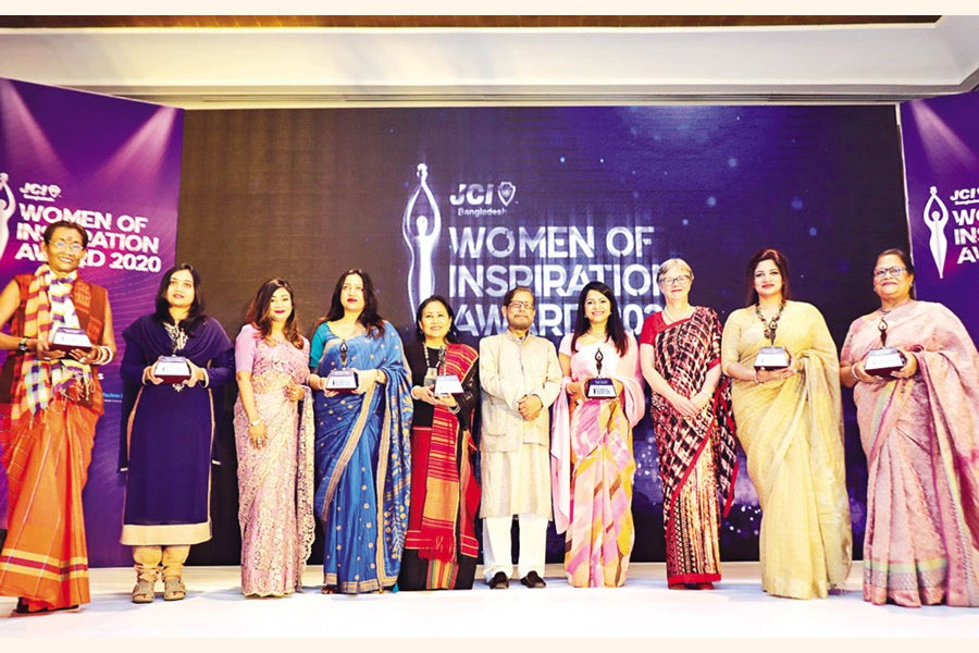 Award recipients with the guests at Women of Inspiration Award 2020