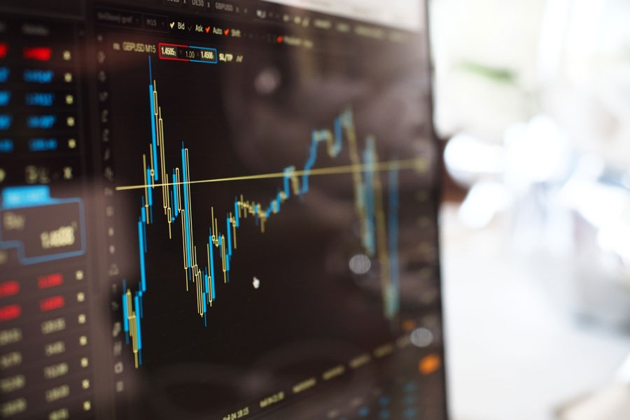 Trade and liquidity in the stock market