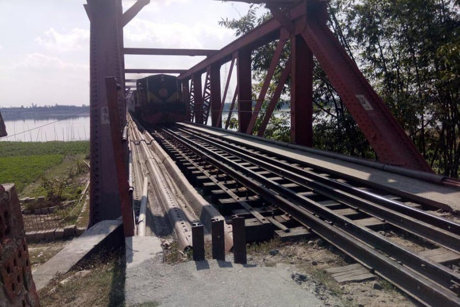 A combination photo of the century-old Teesta Railway Bridge (left) and a train moving through the risky bridge in Lalmonirhat — FE