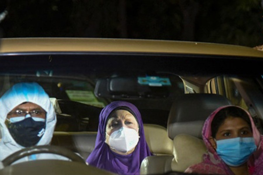 BNP Chairperson Khaleda Zia being taken to Evercare Hospital in Dhaka for CT scan from her home in Gulshan on Thursday, six days after she was diagnosed with COVID-19.