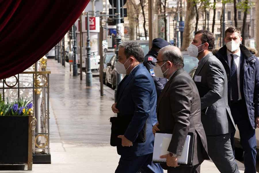 Iranian Deputy Foreign Minister Abbas Araqchi arrives at the venue of Iran nuclear deal talks in Vienna, Austria, April 6, 2021.       –Xinhua Photo