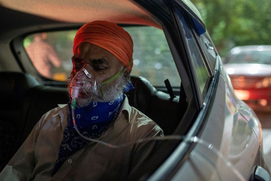 A man with a breathing problem receives oxygen support for free inside his car at a Gurudwara (Sikh temple), amidst the spread of coronavirus disease (Covid-19), in Ghaziabad, India on April 24, 2021 — Reuters photo