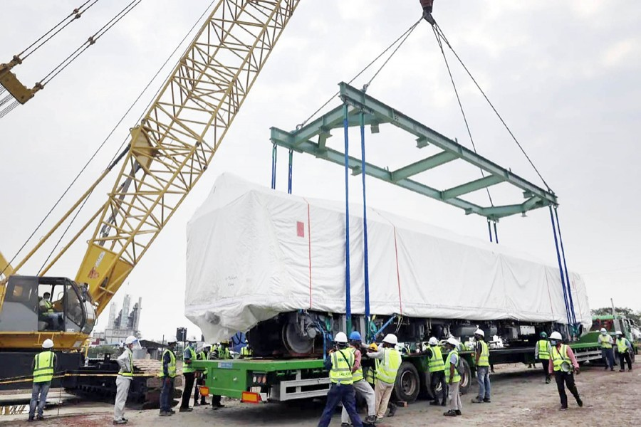 One of the Metro Rail coaches is being lifted into a lorry with the help of a crane for transportation to Dhaka Mass Transit Company's depot at Diabari in Uttara, Dhaka on April 22, 2021 — Focus Bangla/Files