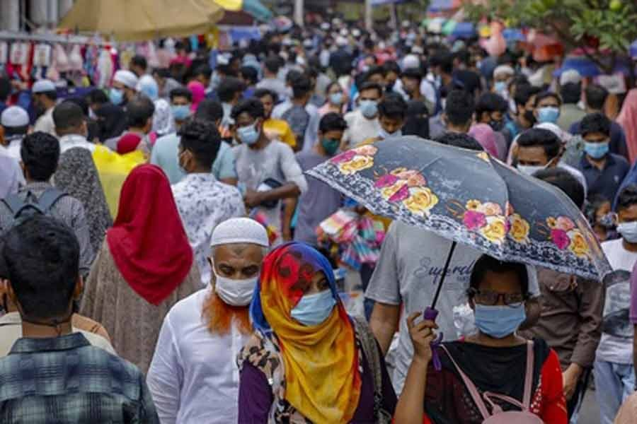 People overcrowd the shops in Dhaka's New Market without maintaining physical distancing for shopping amid a second wave of deadly coronavirus infections on Friday ahead of Eid-ul-Fitr. -bdnews24.com photo