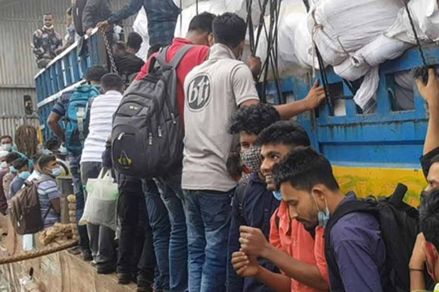 Thousands crossing Padma River in a mad rush to reach home
