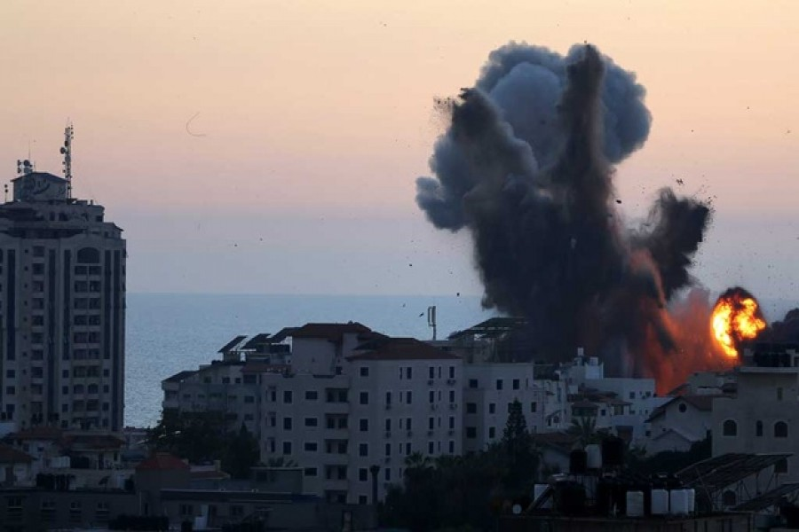 Smoke and flame rise during Israeli airstrikes, as cross-border violence between the Israeli military and Palestinian militants continues, in Gaza City, May 14, 2021 - Reuters photo