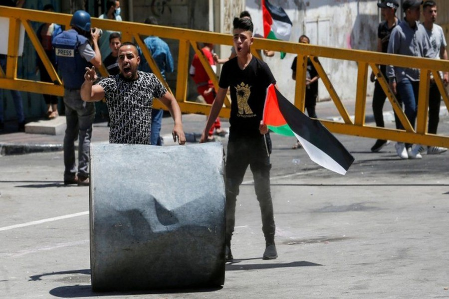 Palestinians  came out to protest in the occupied West. (Photo: REUTERS) Bank