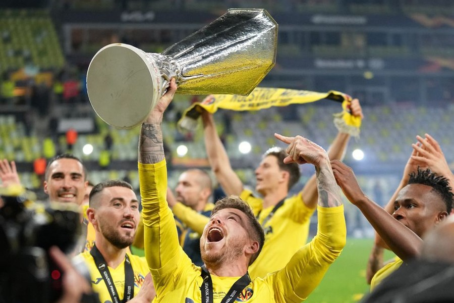 Villarreal's Alberto Moreno celebrates with the trophy after winning the Europa League — Pool via REUTERS