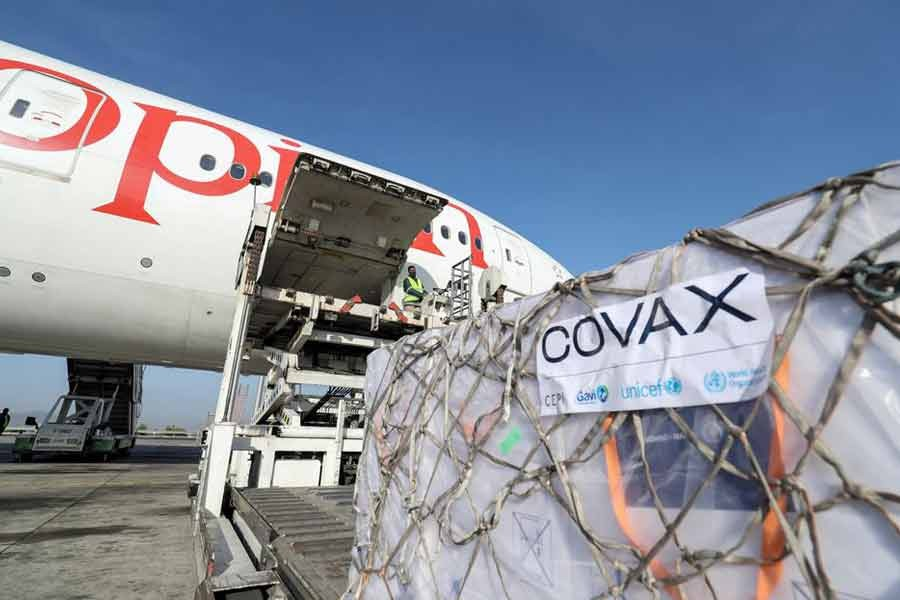 Ethiopian Airlines staff unloading AstraZeneca/Oxford vaccines under the COVAX scheme against the coronavirus disease (COVID-19) from a cargo plane at Bole International Airport in Addis Ababa of Ethiopia on March 7 this year –Reuters file photo
