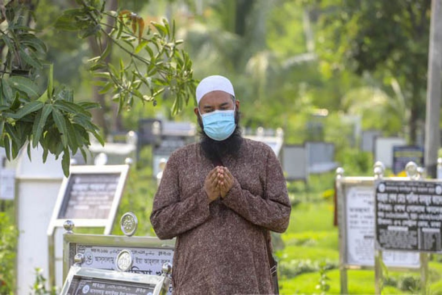 Bangladesh logs 2,576 new COVID cases in a day, death toll rises by 40