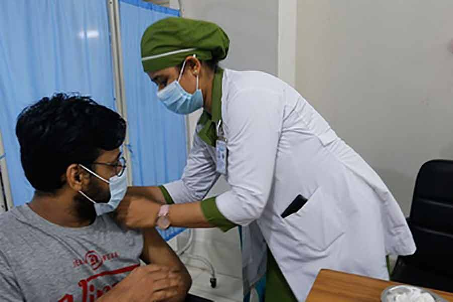 A medical student receiving a dose of the Sinopharm coronavirus vaccine on Saturday in Dhaka -bdnews24.com photo