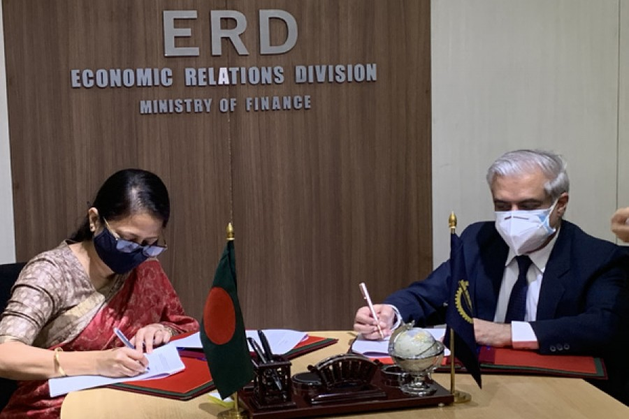 Govt signs $940m loan agreement with ADB to purchase vaccines