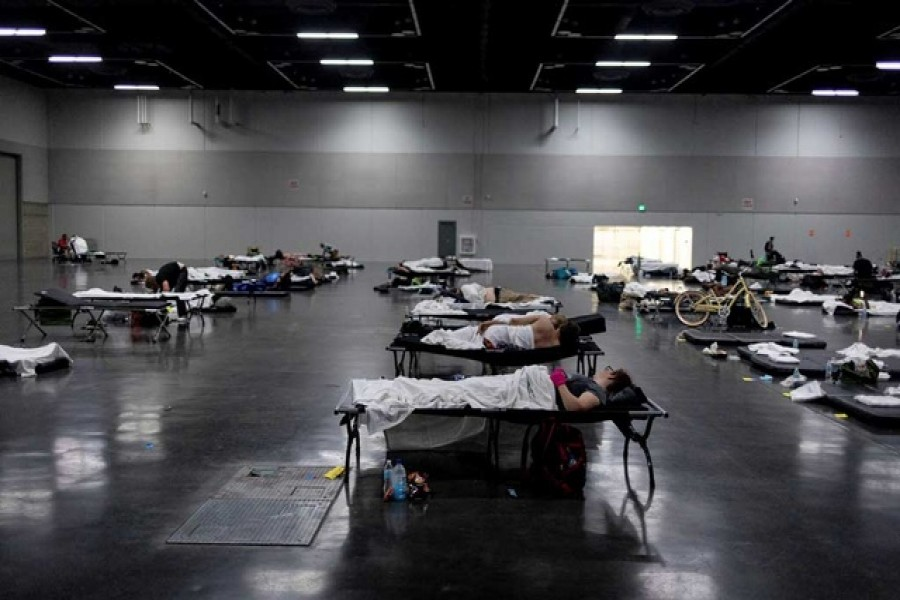 People sleep at a cooling shelter set up during an unprecedented heat wave in Portland, Oregon, June 27 - Reuters photo