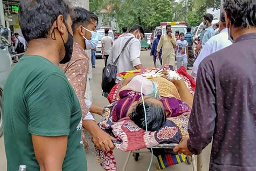 Relatives taking a patient to the COVID-19 unit of Dhaka Medical College Hospital last month -bdnews24.com file photo